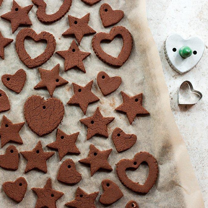 Glitzernde Weihnachtsbaumschmücke aus Lebkuchen - Formen