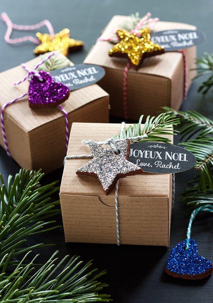 Glitzernde Weihnachtsbaumschmücke aus Lebkuchen - fertig