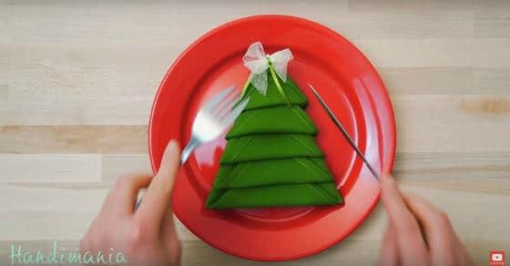 Tisch decken mit Servietten Tannenbaum – das schönste Gedeck der Adventszeit