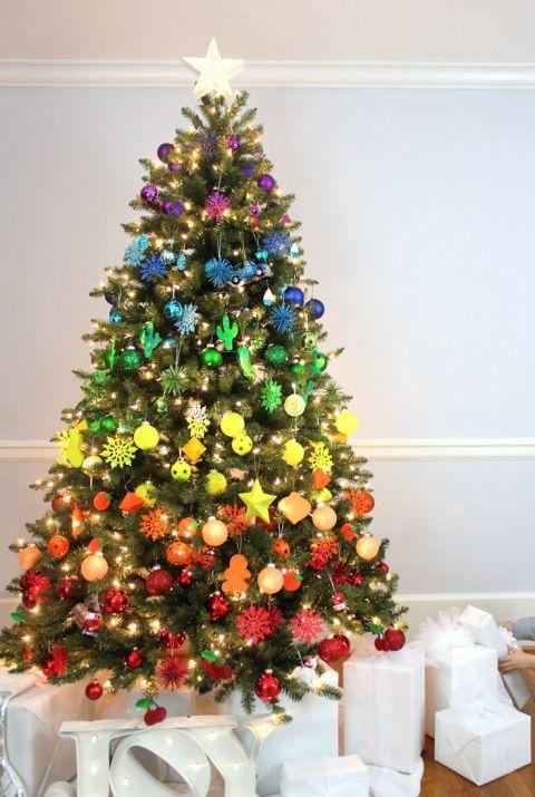 Atemberaubende Weihnachtsbaum Dekoration Idee -Regenbogen