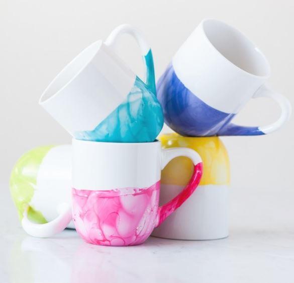 DIY Becher mit Marmor Design - bunte Becher selber machen - Geschenkidee