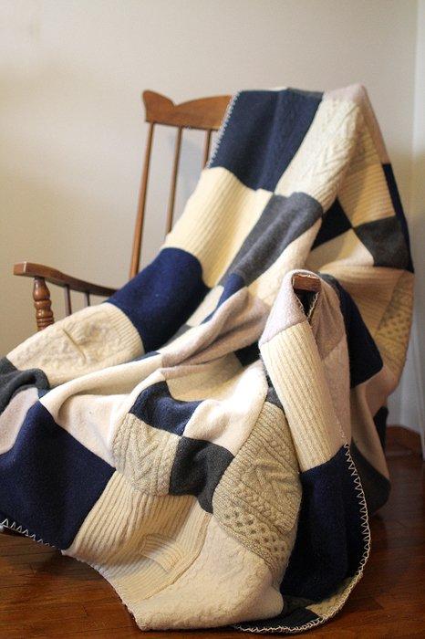 Wohndecke aus Pullovern basteln - DIY Wohnideen