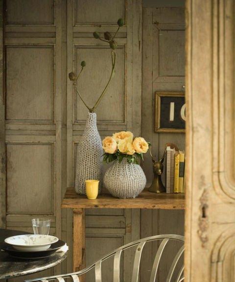 Vasen mit Pullovern verkleiden - DIY Deko Ideen