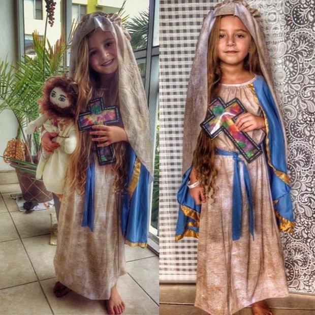 das Mädchen mit dem offenem Herzen- Jesus Puppe