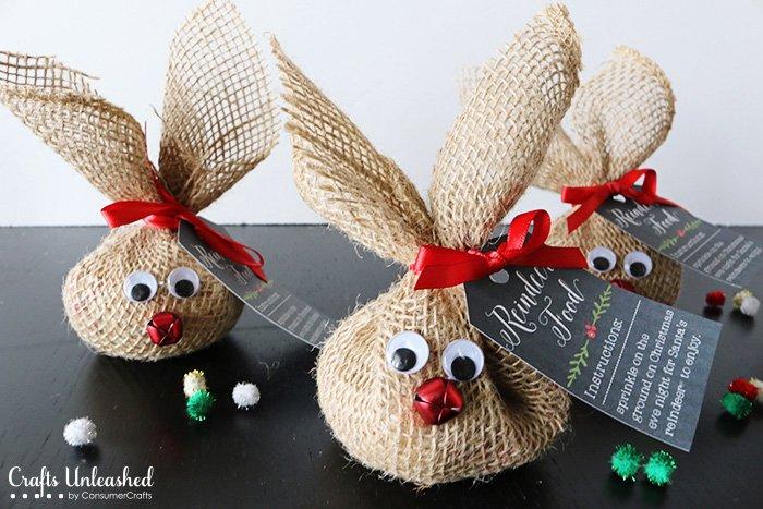 Rentiere aus Sackleinen basteln-Weihnachtsbasteln mit Kindern