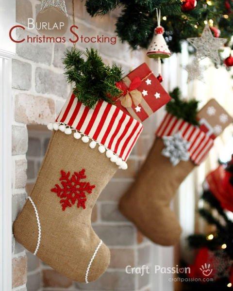 zauberhafte Weihnachtssocken aus Jute-rustikale Weihnachtsdeko