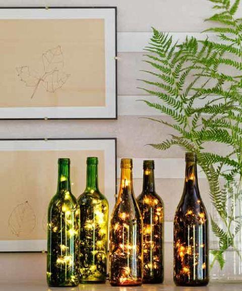 Wohndeko Lichterketten mit Weinflaschen