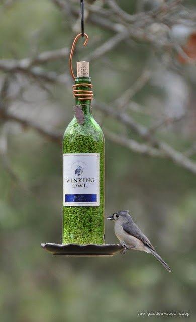 Futterhäuschen basteln aus Weinflaschen
