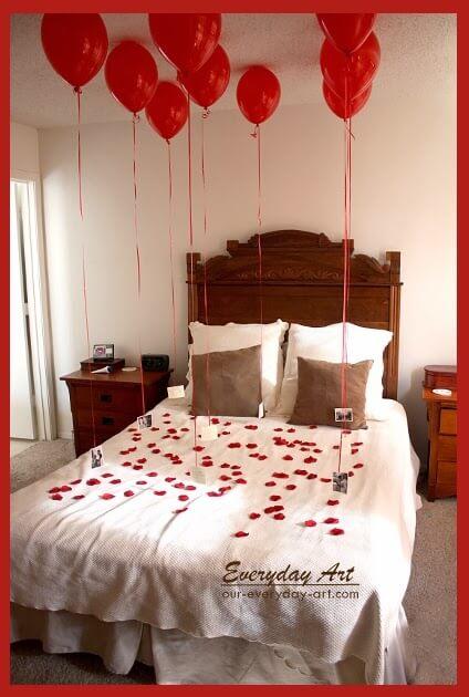 Luftballons und Rosenblüten - Liebeserklärung als Geschenk