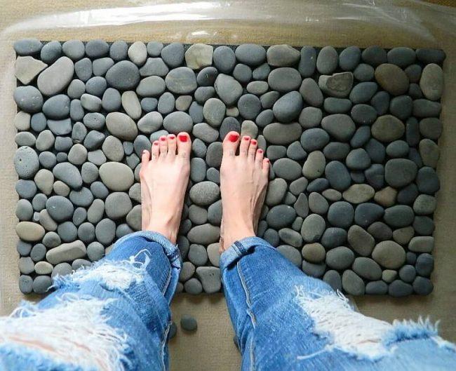 DIY Teppich aus Steinen-kreative Wohnideen