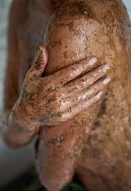 Tu was extra Gutes für deine Haut und mach deine Schönheitsprodukte selber - DIY Körperpeeling aus Kaffe