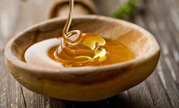 Tu was extra Gutes für deine Haut und mach deine Schönheitsprodukte selber - Honig Gesichtsmaske gegen Akne