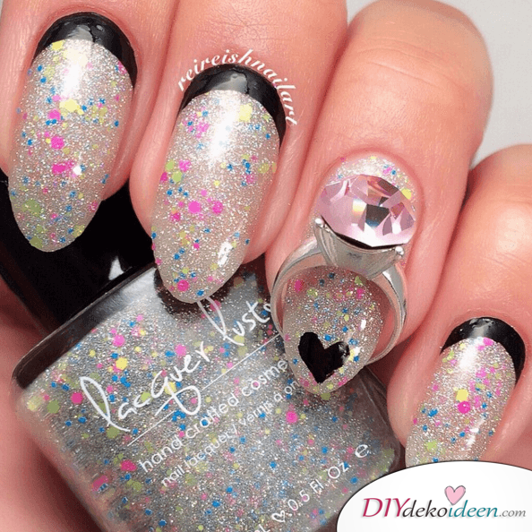 glänzender Valentinstag - extravagante Nägel mit Glitzer und schwarzen Details