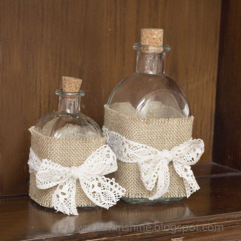 DIY Dekoideen - Glasflaschen mit Sackleinen und Spitze verzieren