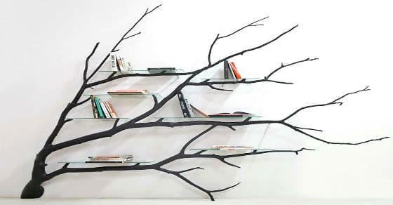 DIY Bücherregal aus einem gefallenen Ast