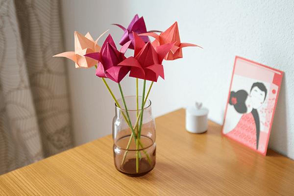 Tulpen Origami-Blumen aus Papier basteln