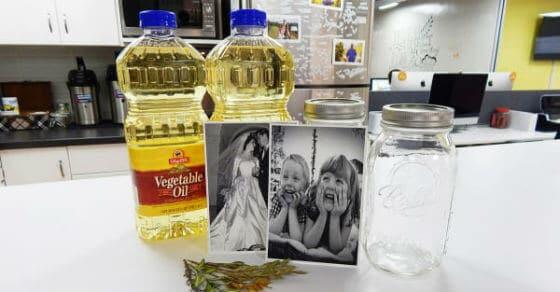 Sie haben ein altes Foto in ein Einweckglas Öl getaucht – das Ergebnis: ein geiler, rustikaler Fotorahme