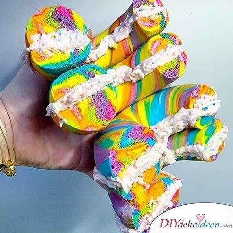 Regenbogen Bagelgefüllt mit Frischkäse
