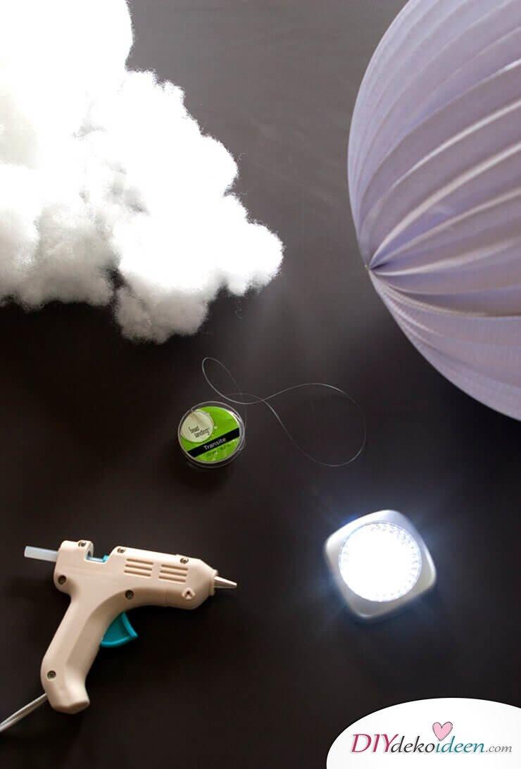 DIY Hängelampe selber machen-Materialien:Watte, Klebstoff, Laterne und LED-Licht