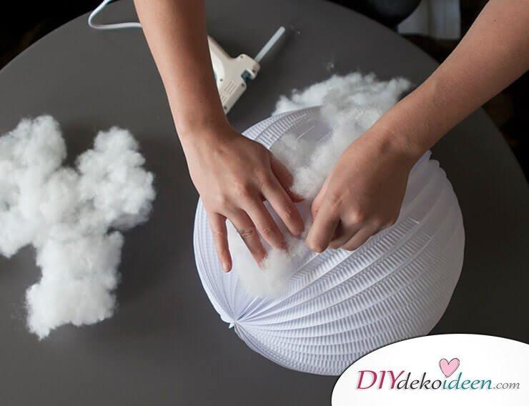DIY Hängelampe selber machen-Laterne mit Watte beschichten