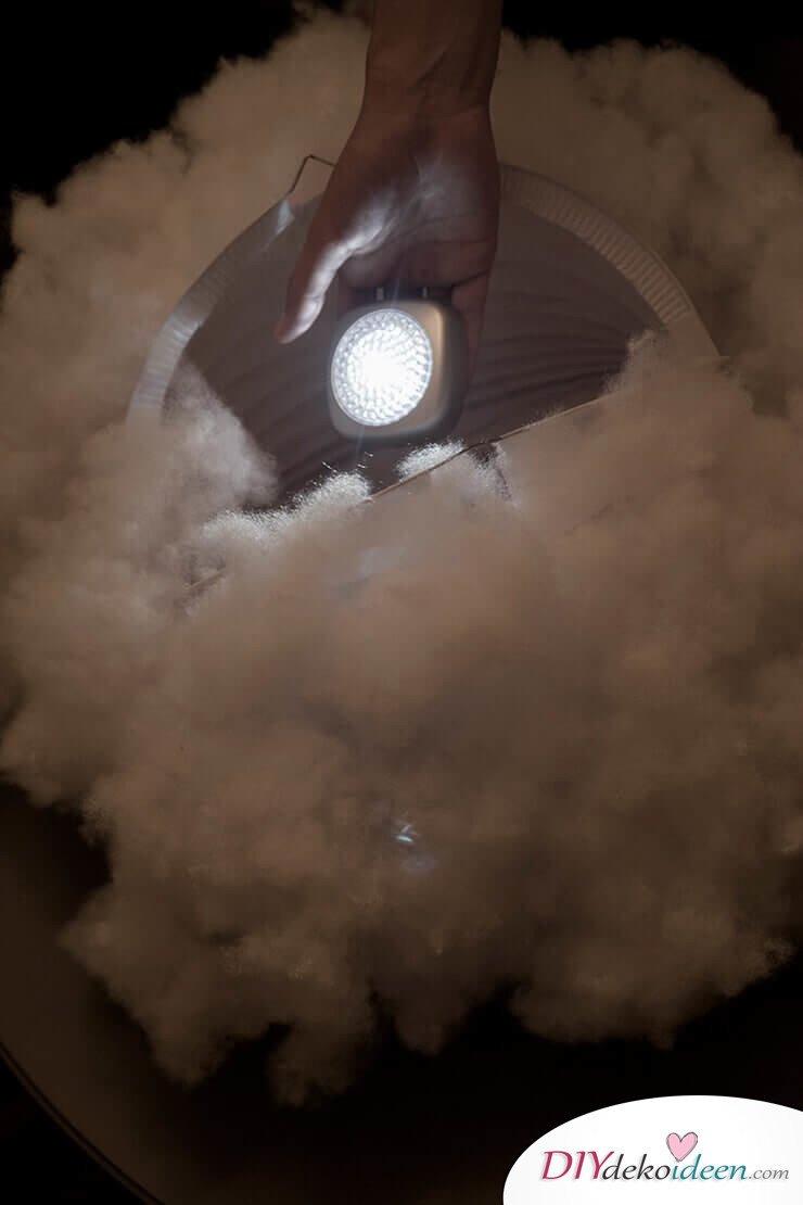 DIY Hängelampe selber machen-LED-Licht in die Lampe platzieren