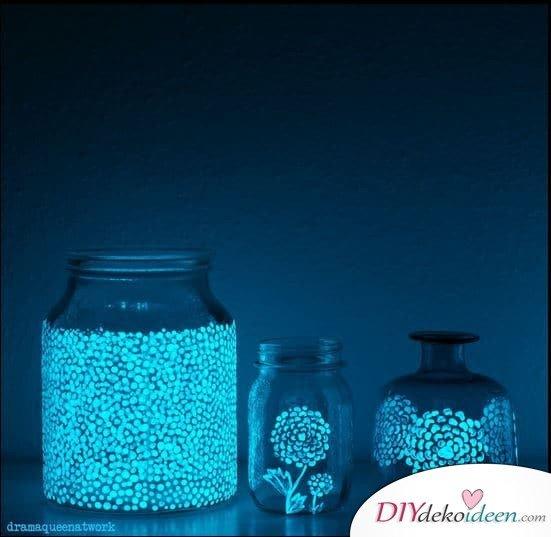 Einweckgläser mit leuchtender Farbe verzieren - DIY Deko Ideen