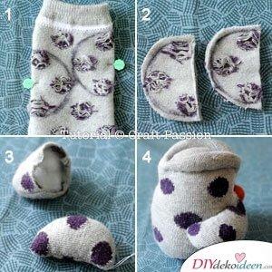 Flügel der Eule-Socke mit Watte füllen und an den Körper nähen