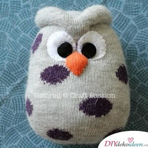 Fertige Eule aus Socken-süße Bastelidee für Kinder