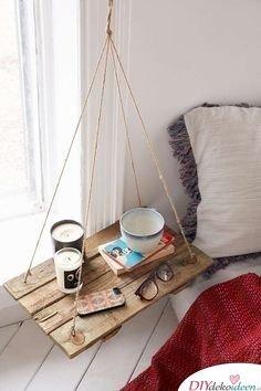 Nachttisch-Ideen - Hängeregal aus Holz bauen - DIY Schlafzimmer Ideen