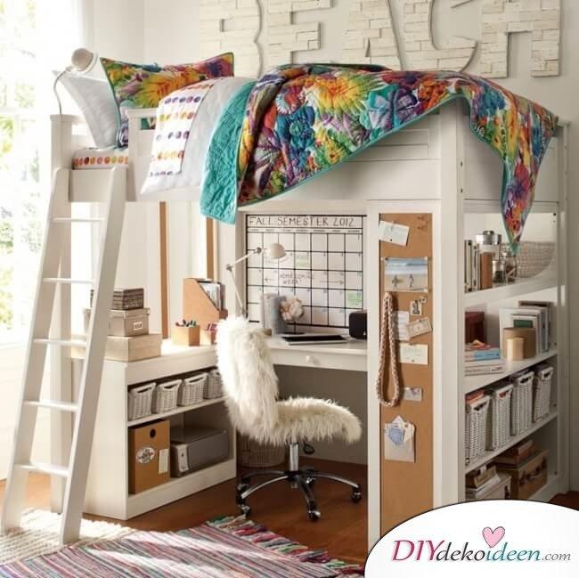 praktische Einrichtung für kleine Zimmer - Schreibtisch und Bett