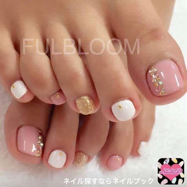 Weiß-Rosa-Gold Pediküre-Elegantes Naildesign für den Sommer