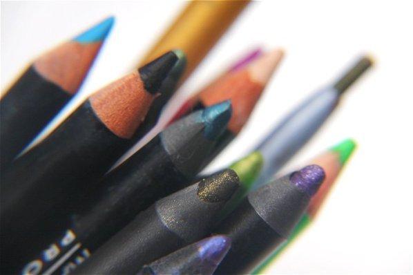 Eyeliner - bunte Stifte für ein extravagantes Make-up