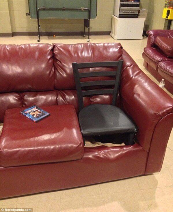 Couch mit einem Stul reparieren