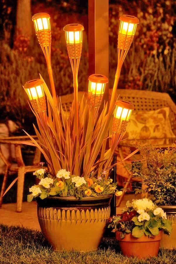 LED Fackel schaffen eine tolle Atmosphäre im Garten