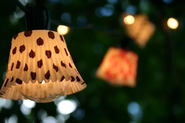 Muffinförmchen für Lichterketten-Girlanden nutzen