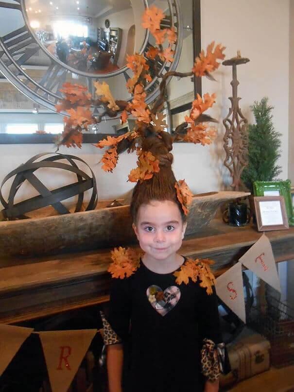 Lustige Herbstfrisur - Haare als Baum mit Blättern frisieren
