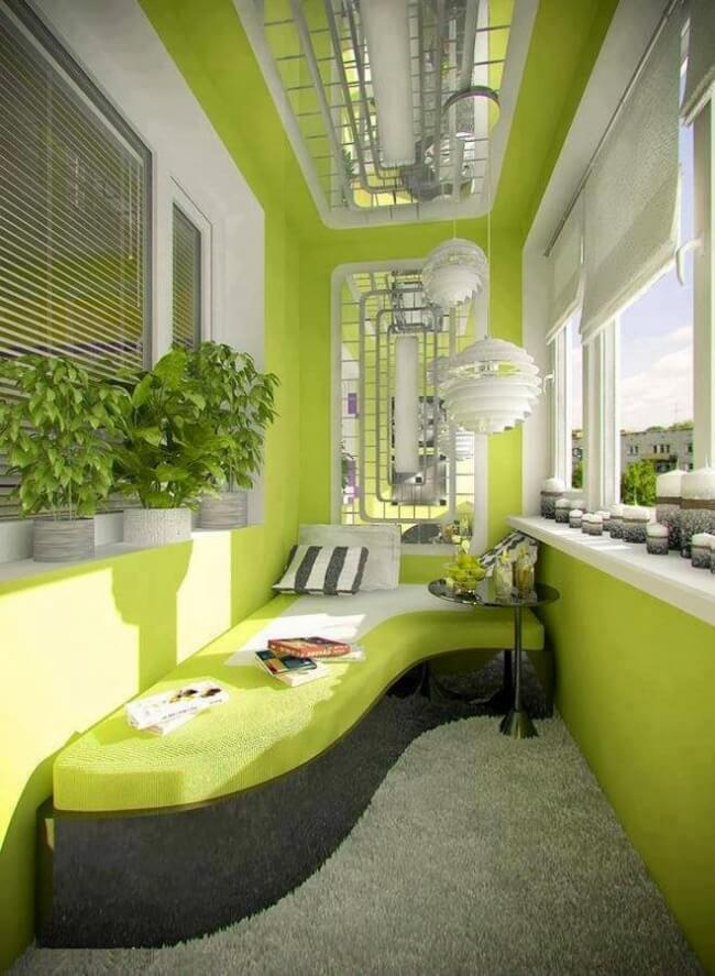 Balkon gestalten mit vielen Pflanzen