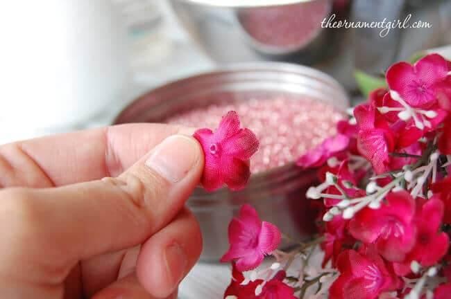 Styroporbälle mit Blumen verzieren - DIY Bastelideen