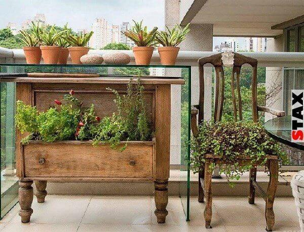 Vintage Gartendeko mit alten Kommoden herstellen