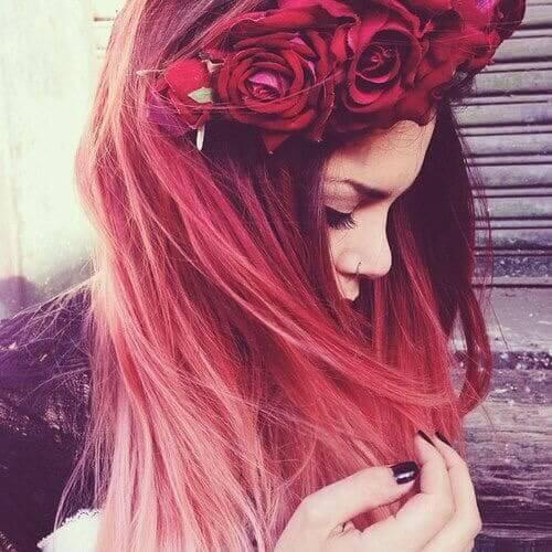 Blumenkrone aus roten Rosen zum Selbermachen