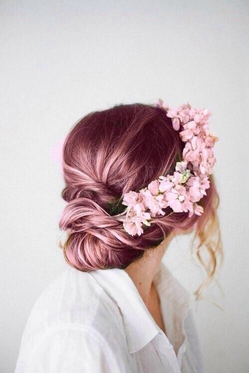 Blümchen-Krone mit rosanen Blumen - Haardesign-Hochzeit