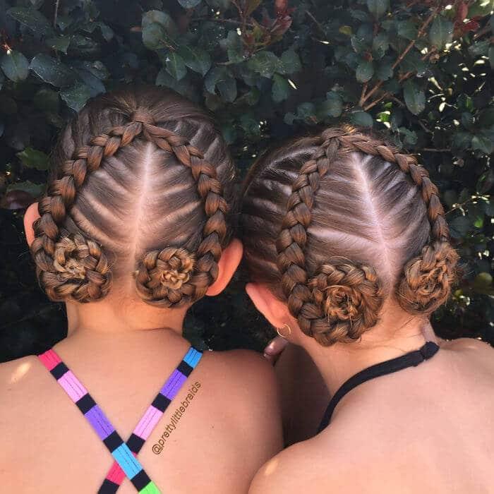 Flechtfrisur mit Rosen-Haartrend für den Sommer für Mädchen