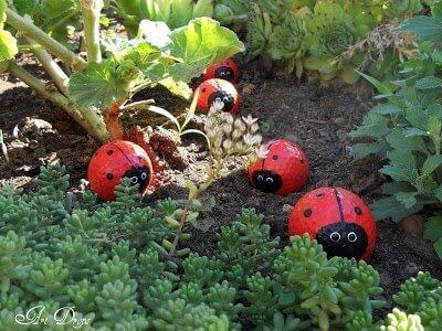 DIY Gartendeko aus Golfbällen