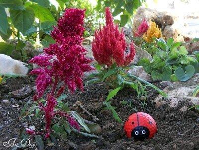 Süße Marienkäfer Gartendeko aus Golfbällen