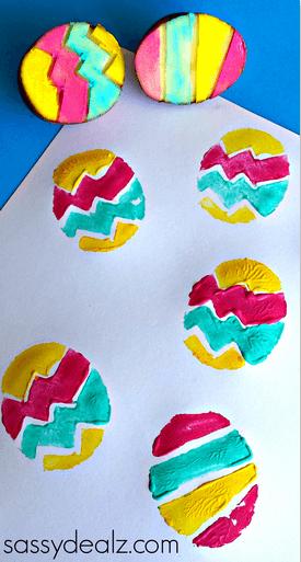 Ostereier-Abdrücke auf Papier-Geschenk für Omas