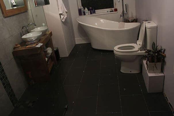 Lichtkabel unter den Fliesen - Badezimmer gestalten