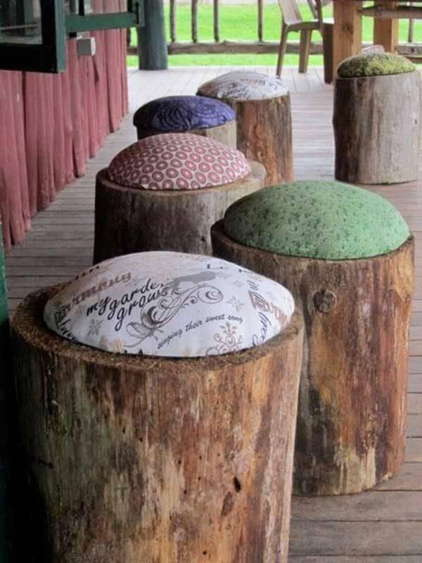 alte Baumstümpfe mit Kissen verzieren - DIY Gartenmöbel-Ideen