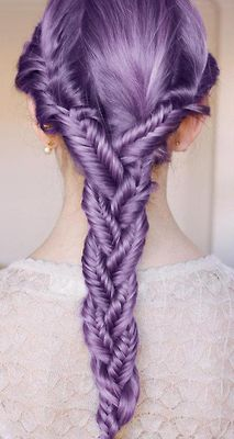 Haardesign mit gefärbten Haaren - Flechtfrisur