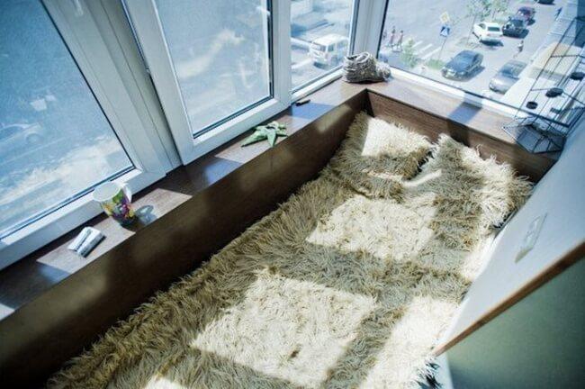 Kuschelecke auf den Balkon gestalten