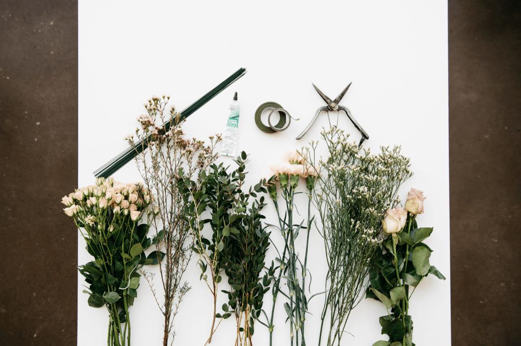 Zubehör für DIY Blumenkronen aus schönen Blümchen